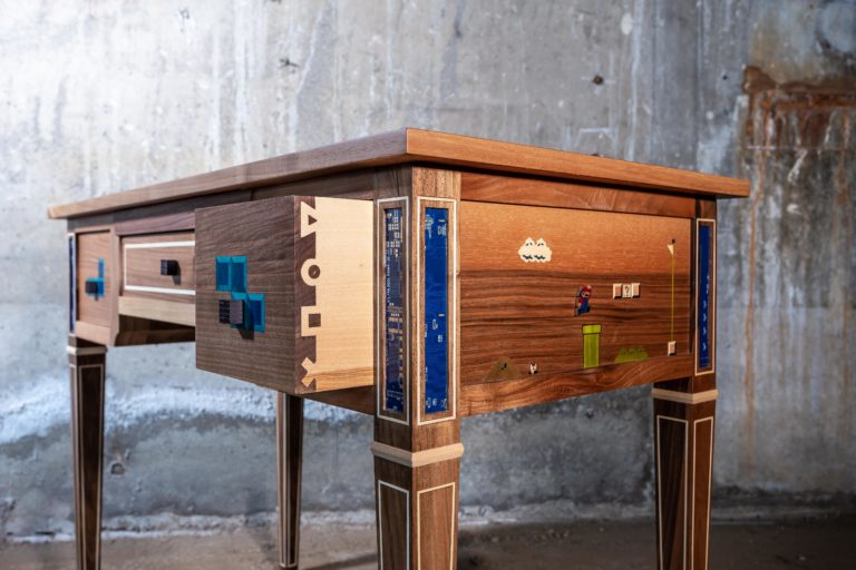 Détail du coté de la table à jeux réalisée par Manivelle Eénisterie