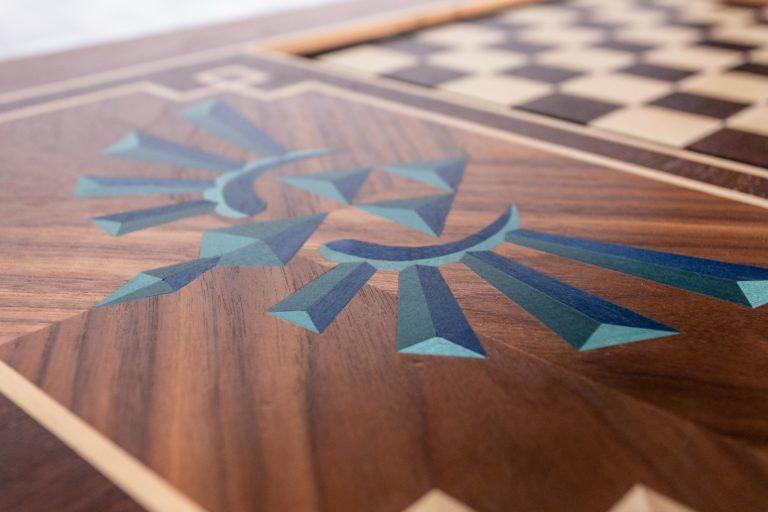 Détail du plateau de la table à jeux réalisée par Manivelle Eénisterie